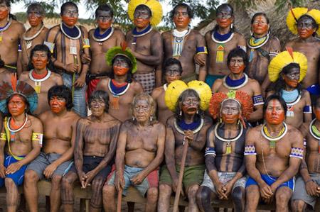 El cap Raoni de la tribu dels Kayapó i el cap Davi Kopenawa de la tribu dels Yanomami