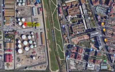 Mare Terra recoge firmas para el traslado de la empresa CLH, situada al lado del Francolí