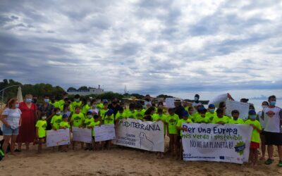 Casi 200 personas limpian la Playa Larga con Mare Terra